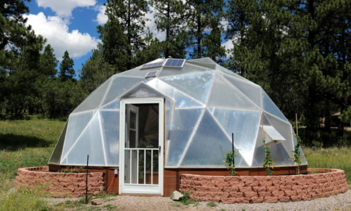 Colorado Greenhouse with outside beds